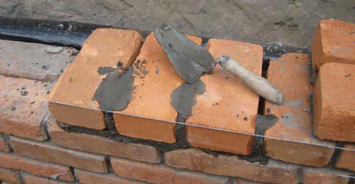 Постройка кирпичных стен