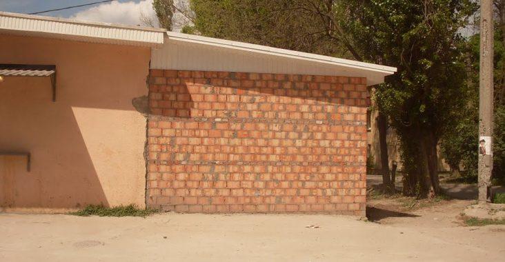 Стена дома из двойного кирпича