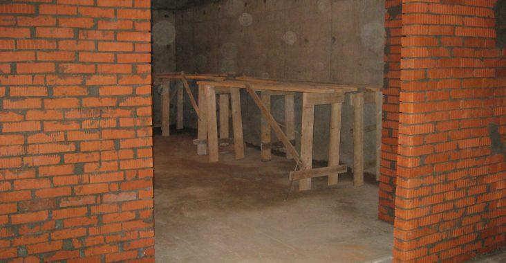 Стены из кирпича в доме