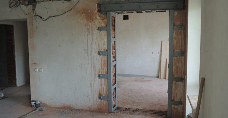 Укрепление дверного проема в кирпичной стене